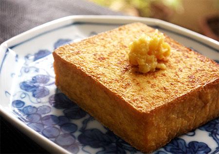 厚揚げはフライパンで焼くと簡単で美味しい