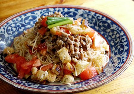 トマトと納豆の和え麺