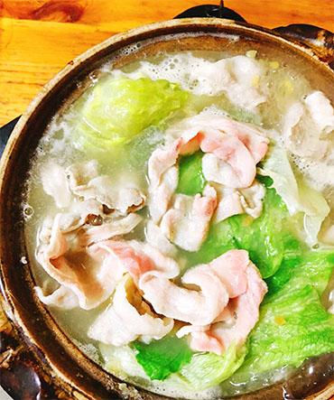 豚とレタスのしょうが鍋